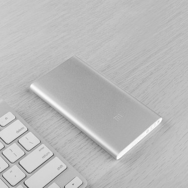 Original Xiaomi Power Bank 2 5000mAh Ultra Thin Portable Power Station Aluminum Metal Case Fast Charge for iPhone X 8 Plus Samsung Smartphones